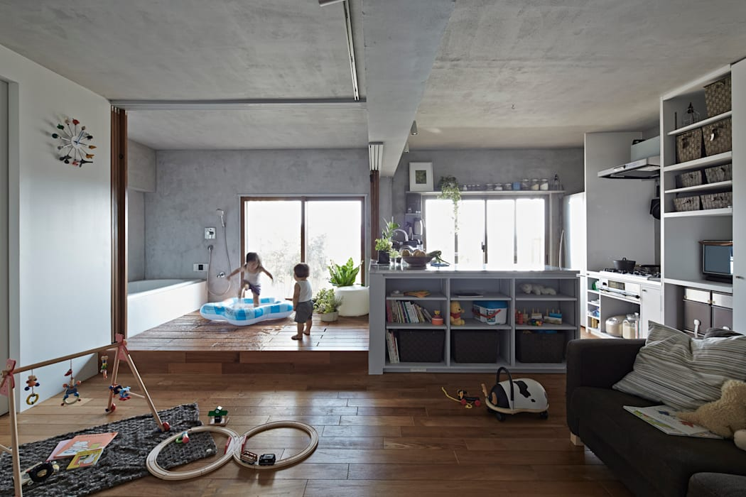遊べるバスルーム: Takeshi Shikauchi Architect Office/鹿内健建築事務所が手掛けた家です。