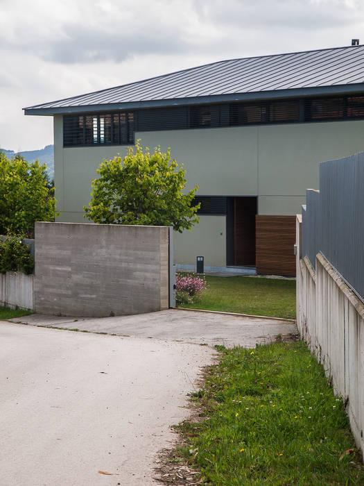 Vivienda en Asturias: Casas de estilo moderno de EAS Arquitectura