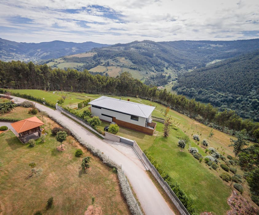 Vivienda en Asturias: Casas de estilo  de EAS Arquitectura