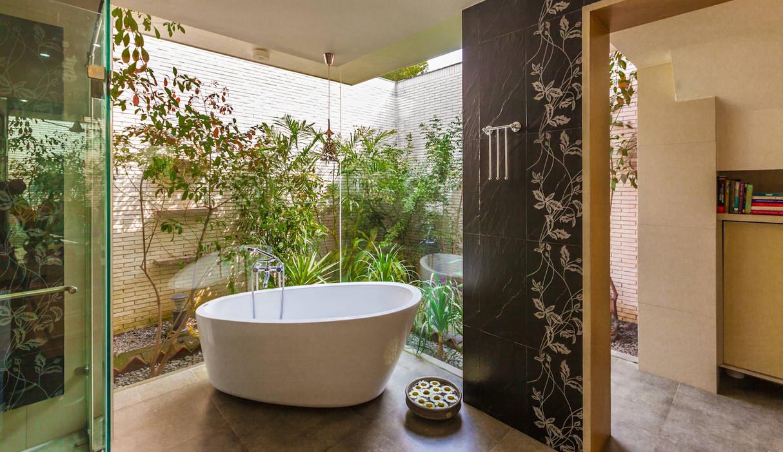 Ванная комната в эклектичном стиле от Kumar Moorthy & Associates Эклектичный