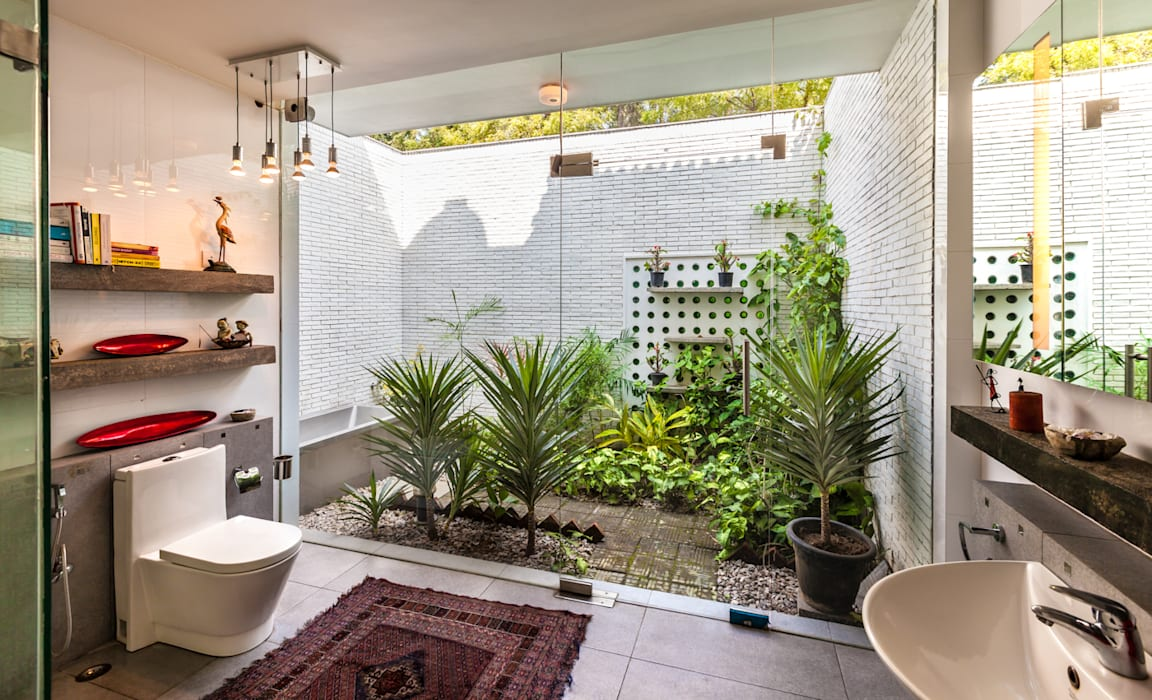 Eclectic style bathroom by Kumar Moorthy & Associates Eclectic
