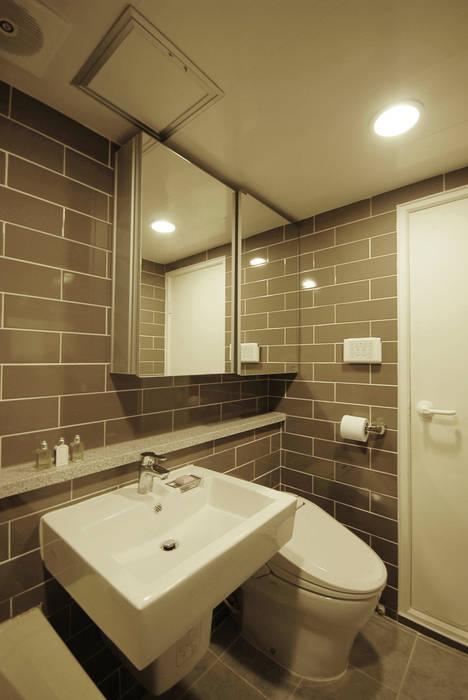 Modern Bathroom by By Seog Be Seog | 바이석비석 Modern