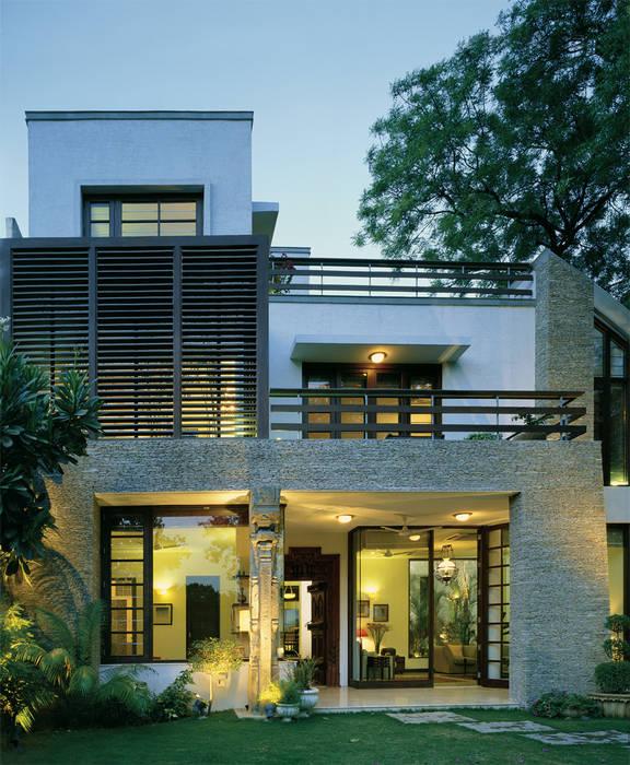 Rumah oleh Kumar Moorthy & Associates, Modern