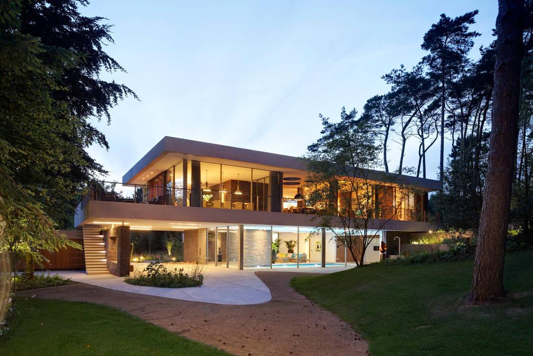Achterzijde duinvilla:  Huizen door HILBERINKBOSCH architecten, Modern