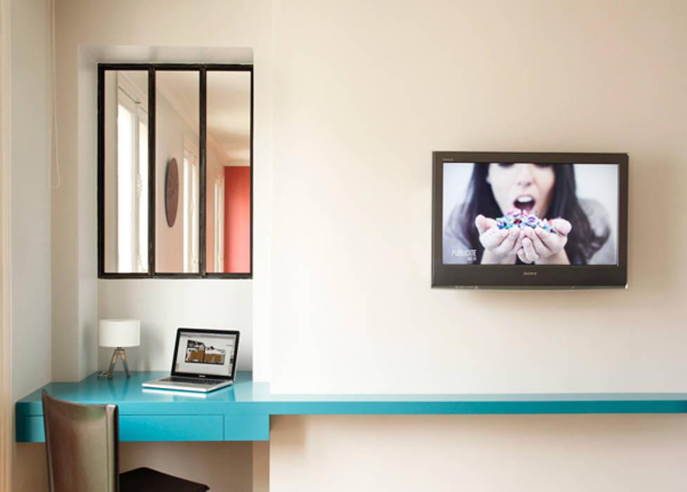 Monceau, un appartement familial Bureau minimaliste par homify Minimaliste