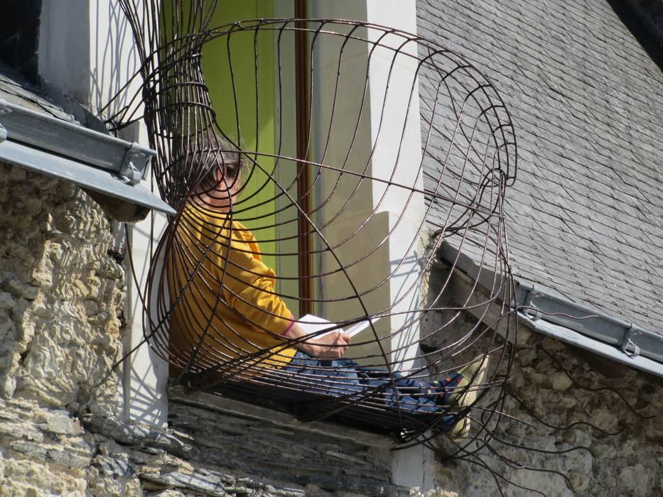 Jalousie sur une Façade Balcon, Veranda & Terrasse modernes par Artiste Sculpteur Moderne