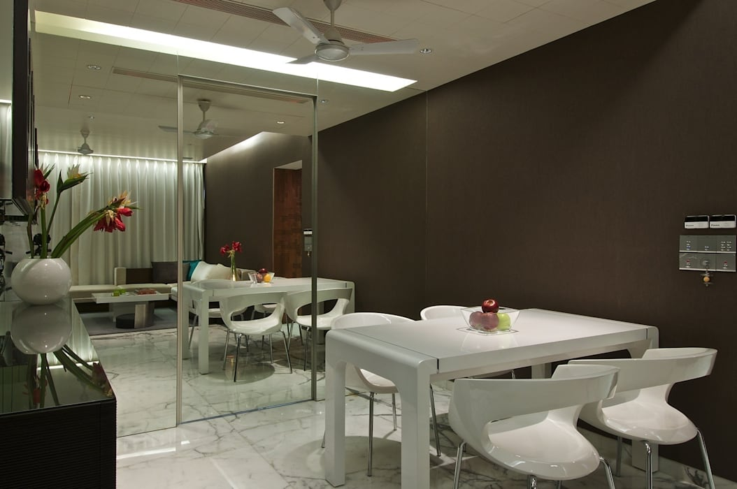 Mirror Mirror on the wall Minimalist dining room by homify Minimalist