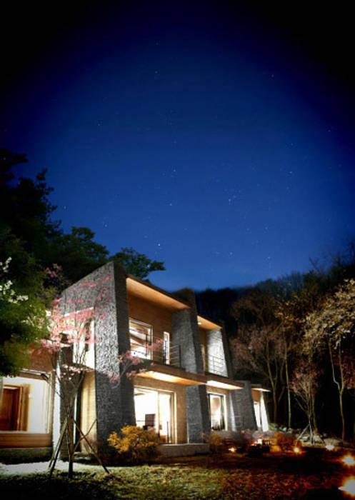 Jecheon Resom Forest: 나우동인건축사사무소의  레스토랑,러스틱 (Rustic)