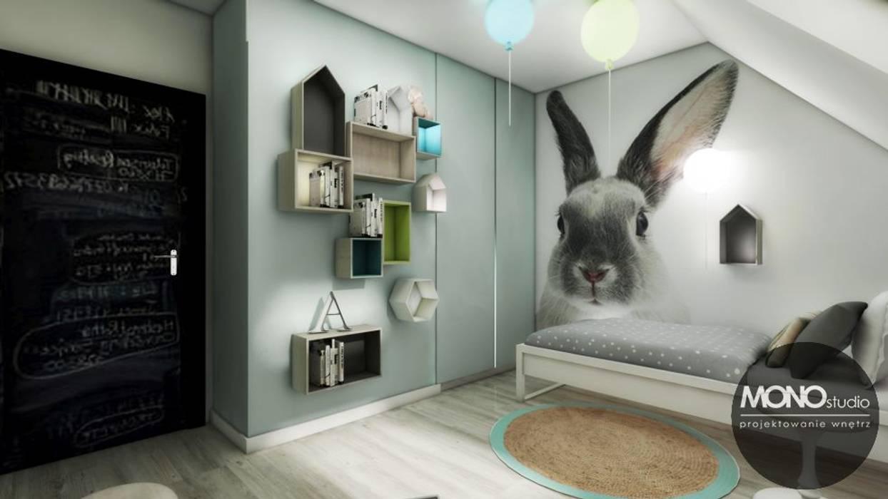 Dom w Zielkonkach Skandynawski pokój dziecięcy od MONOstudio Skandynawski