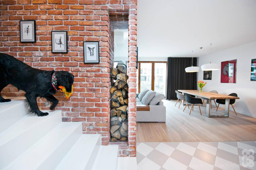 Modern Corridor, Hallway and Staircase by NA NO WO ARCHITEKCI Modern
