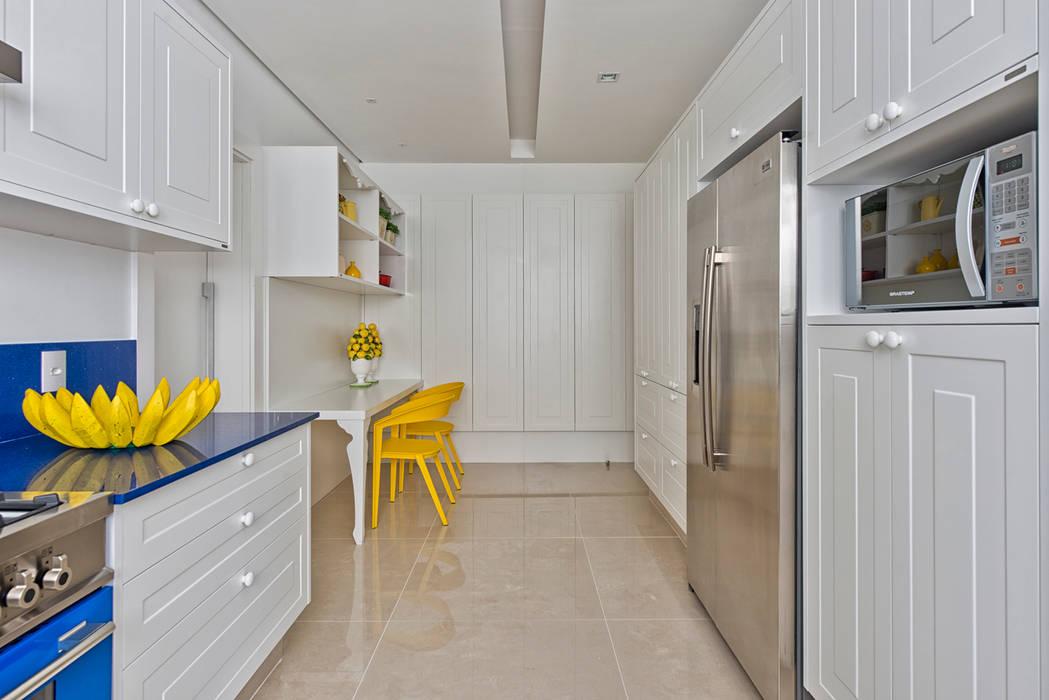 Casa em Jurerê Internacional - SC - Brasil Cozinhas clássicas por Samara Barbosa Arquitetura Clássico