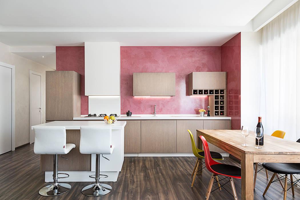 Appartamento Roma Centro Pareti & Pavimenti in stile moderno di Dal Sasso Matteo Moderno