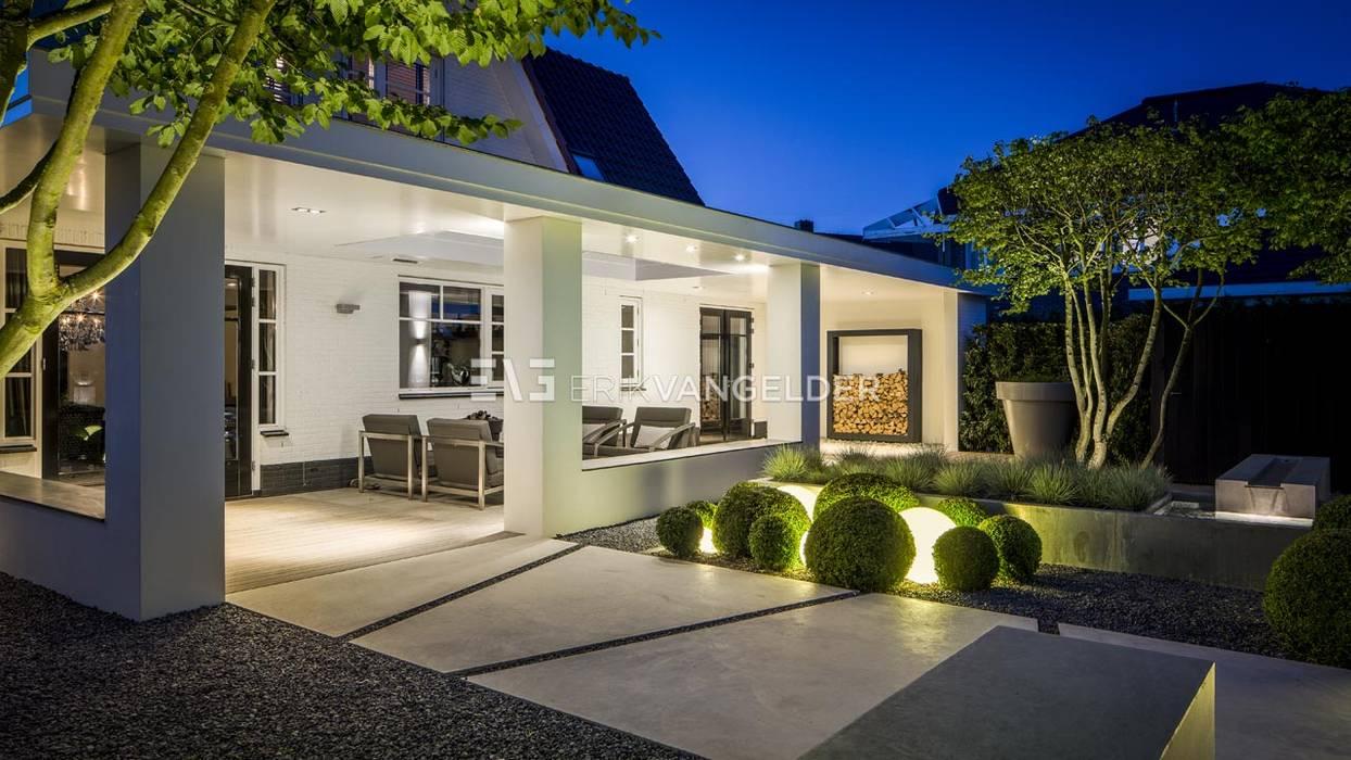 Moderne villatuin Middelburg:  Terras door ERIK VAN GELDER | Devoted to Garden Design, Minimalistisch