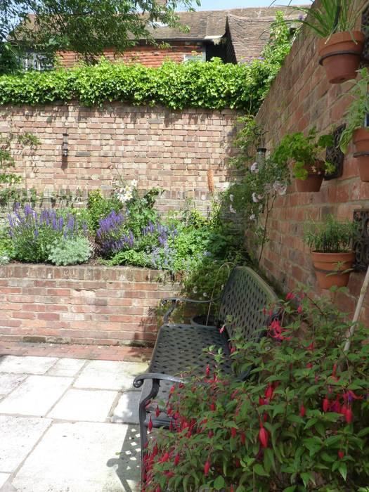 Secret Courtyard Garden par Cornus Garden Design Classique