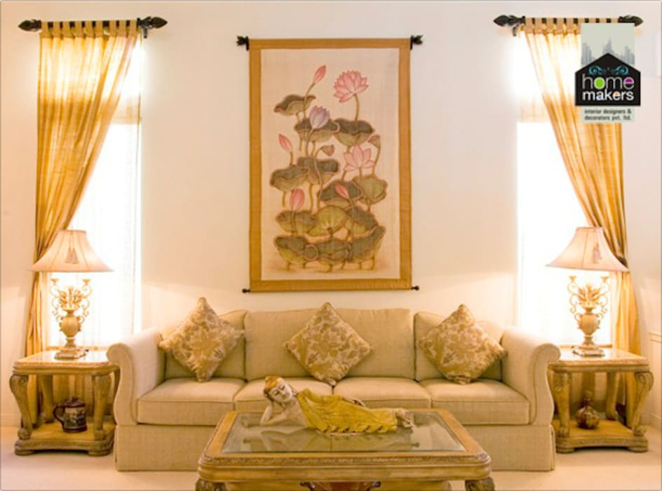 Warm Living Room:  Living room by home makers interior designers & decorators pvt. ltd.