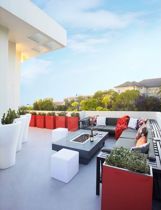 Balcones y terrazas de estilo moderno de Dupuis Design Moderno