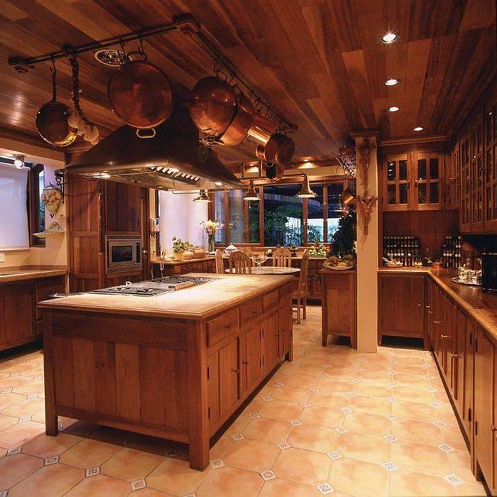 Residências na Praia luxuosas Cozinhas rústicas por Cristina Amaral Arquitetura e Interiores Rústico