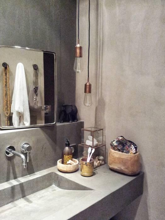 Salle de bain en béton ciré par Insides