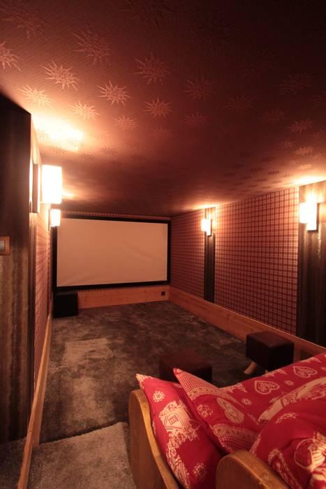 Salle cinéma privée et homecinema Salle multimédia rustique par Design et Intérieur Rustique