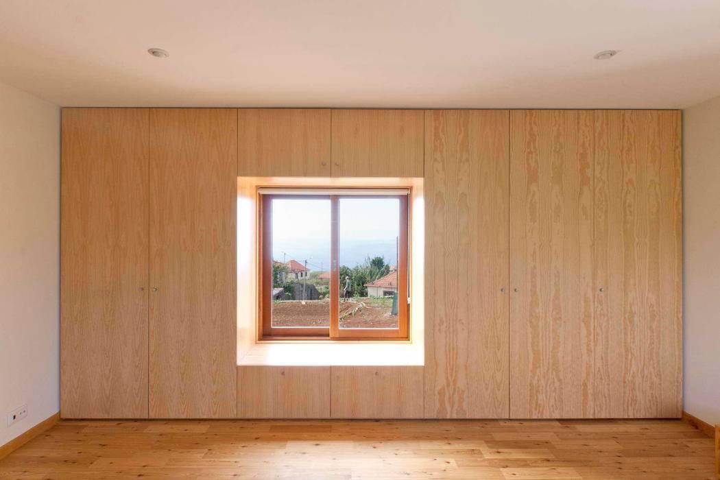 Quinta H   eco-remodelação  Madeira Paredes e pisos rústicos por Mayer & Selders Arquitectura Rústico