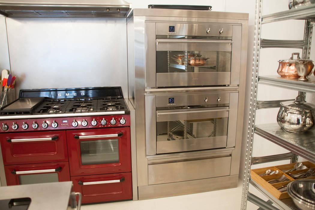 hornos Smeg Cocinas de estilo industrial de F Design Studio Industrial