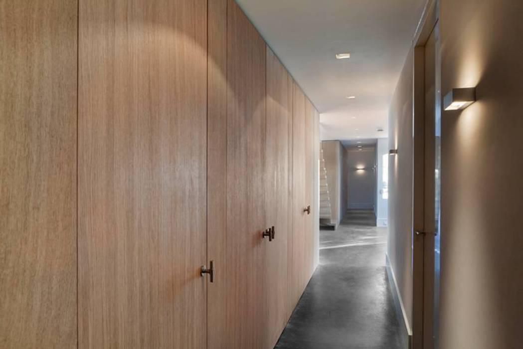 Souterrain Moderne gangen, hallen & trappenhuizen van Kwint architecten Modern