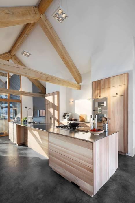 Cocinas de estilo moderno de Kwint architecten Moderno