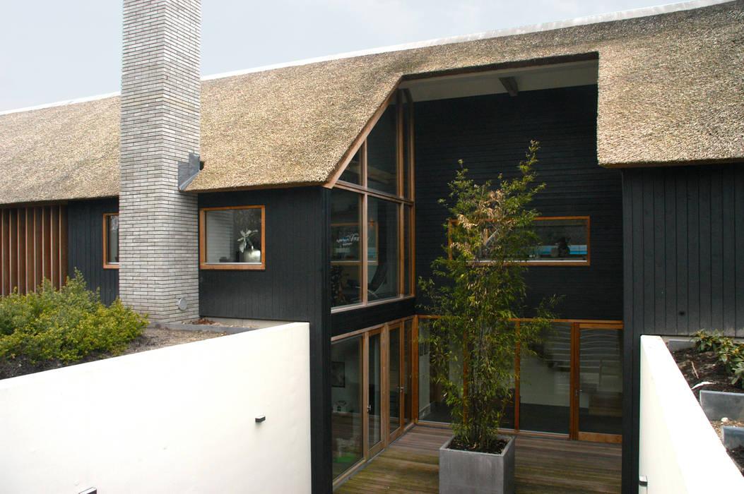Zicht op souterrain:  Huizen door Kwint architecten, Modern