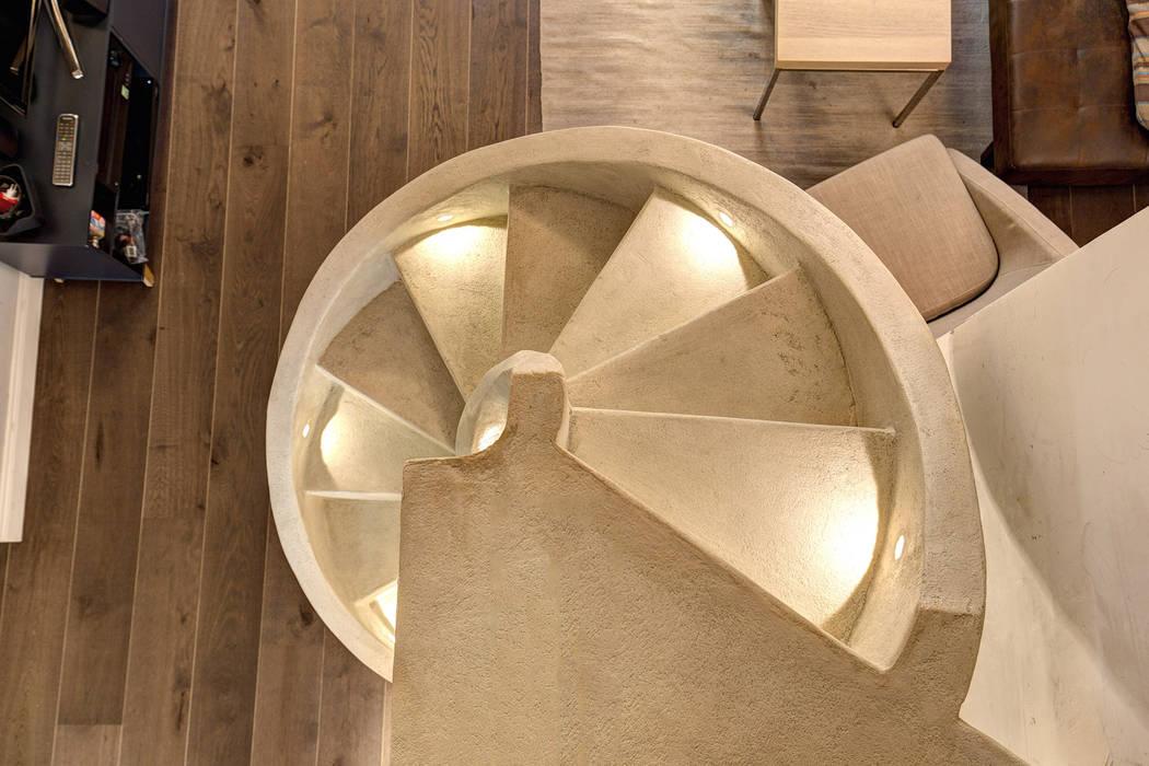 MACHIAVELLI Ingresso, Corridoio & Scale in stile industriale di MOB ARCHITECTS Industrial