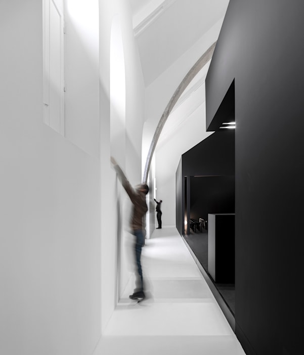 Information Center of the Romanesque Modern offices & stores by spaceworkers® Modern