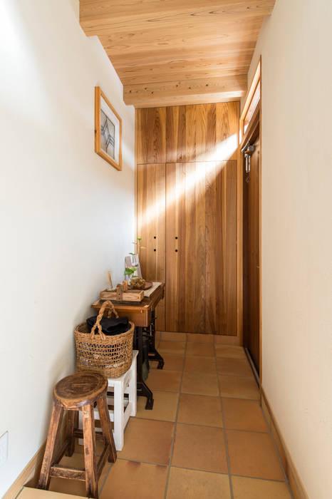 Sola sekkei koubou Minimalistischer Flur, Diele & Treppenhaus
