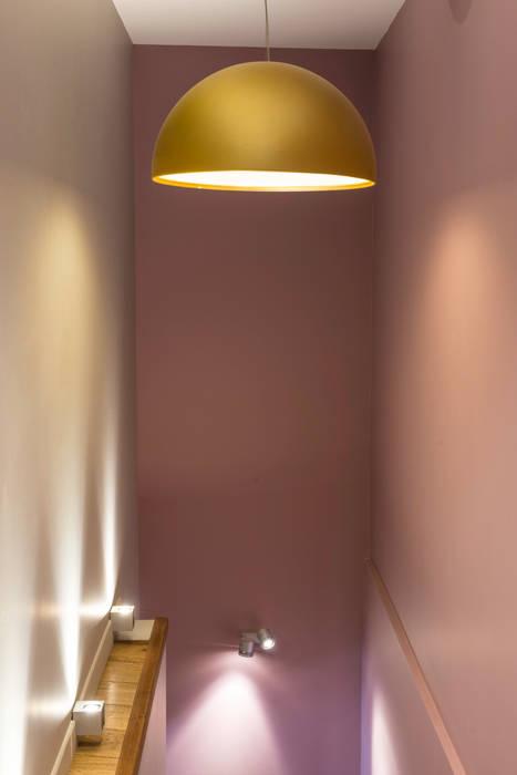 Accès entre les 2 niveaux: Maisons de style de style eclectique par AGENCE JULIETTE VAILLANT ARCHITECTE