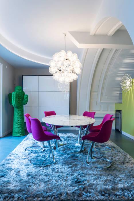 espace repas: Maisons de style  par AGENCE JULIETTE VAILLANT ARCHITECTE