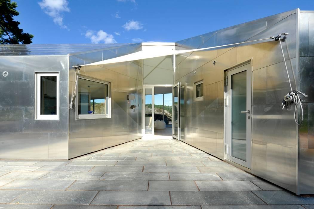 Aluminum Cabin Eklektyczne domy od Jarmund/Vigsnæs AS Arkitekter MNAL Eklektyczny