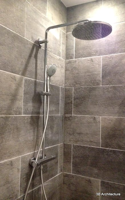 Douche Salle de bain moderne par 3B Architecture Moderne