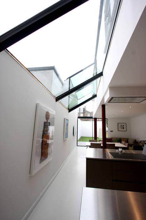 Chaldon Road Livings de estilo moderno de IQ Glass UK Moderno