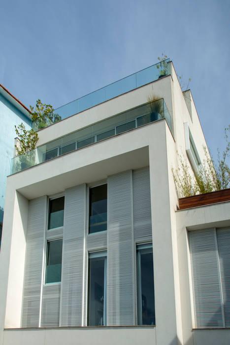 Mirante House: Casas  por Gisele Taranto Arquitetura,