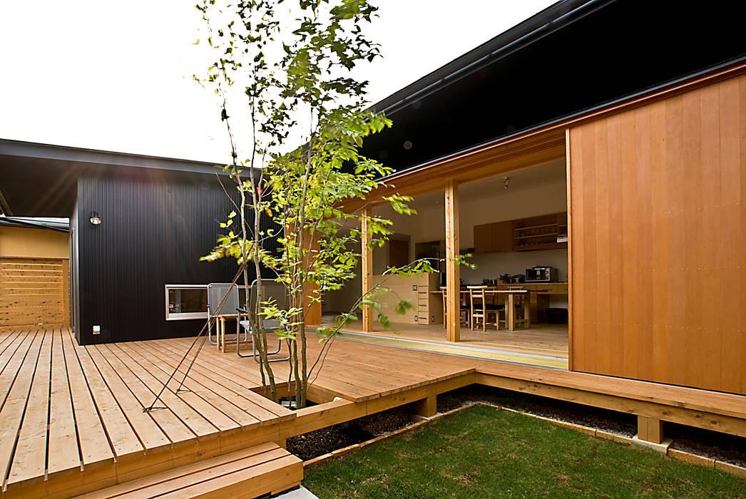 中庭 オリジナルデザインの リビング の 野口修アーキテクツアトリエ オリジナル