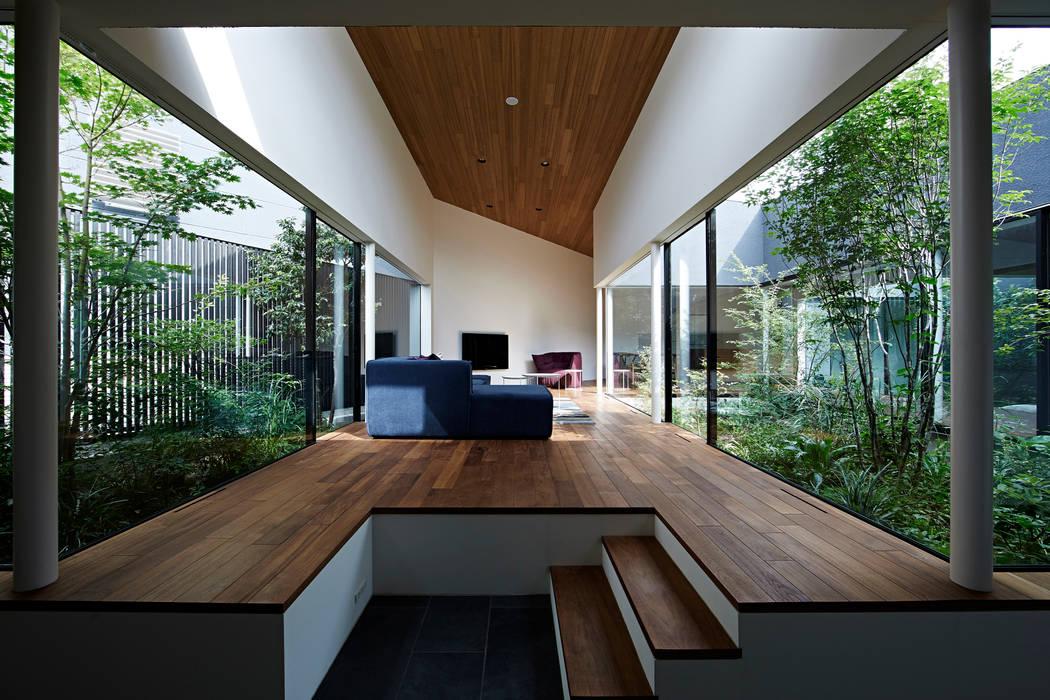 House in Higashimurayama Salas de estilo moderno de 石井秀樹建築設計事務所 Moderno