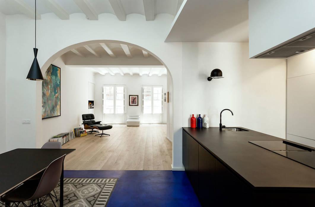 現代房屋設計點子、靈感 & 圖片 根據 ACABADOMATE 現代風