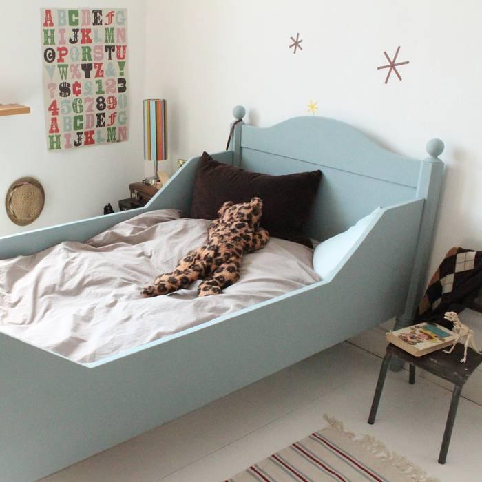 """Antikes Bett """"Eucalyptus"""", Vintage Kindermöbel von anders&artig von anders & artig Ausgefallen"""