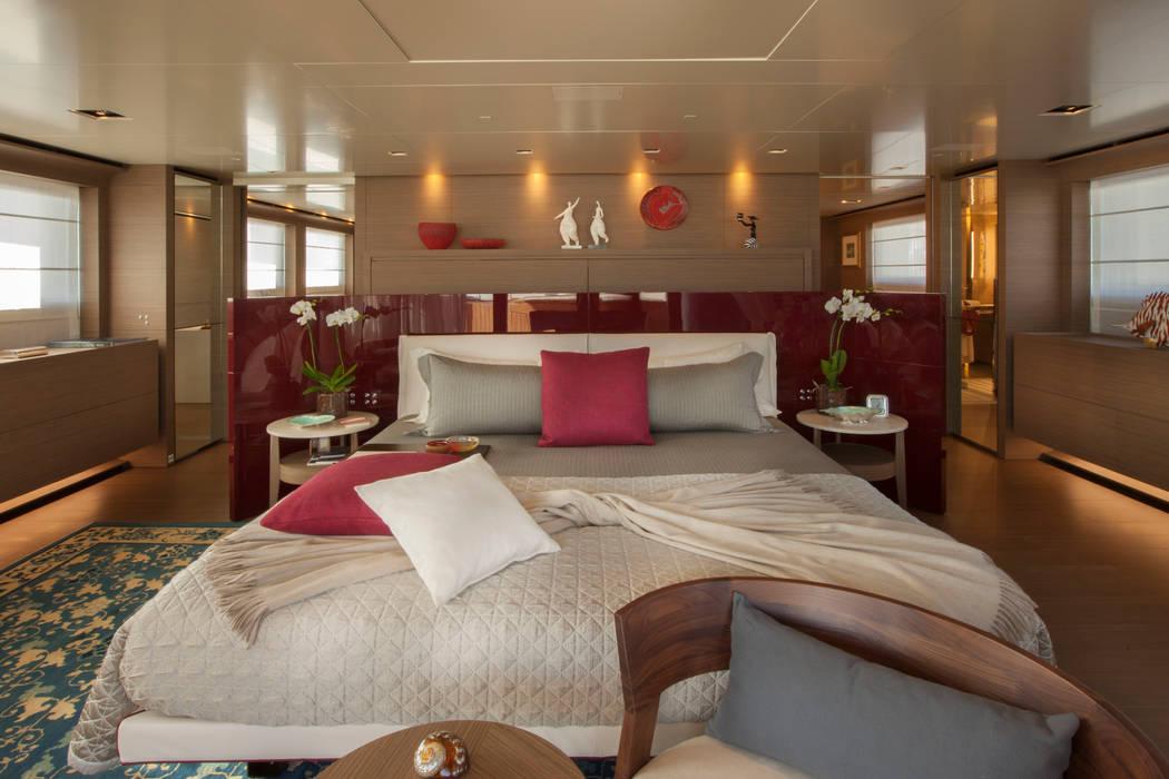 M/Y Saramour CRN SPA - YACHT YOUR WAY- Yacht & Jet in stile mediterraneo