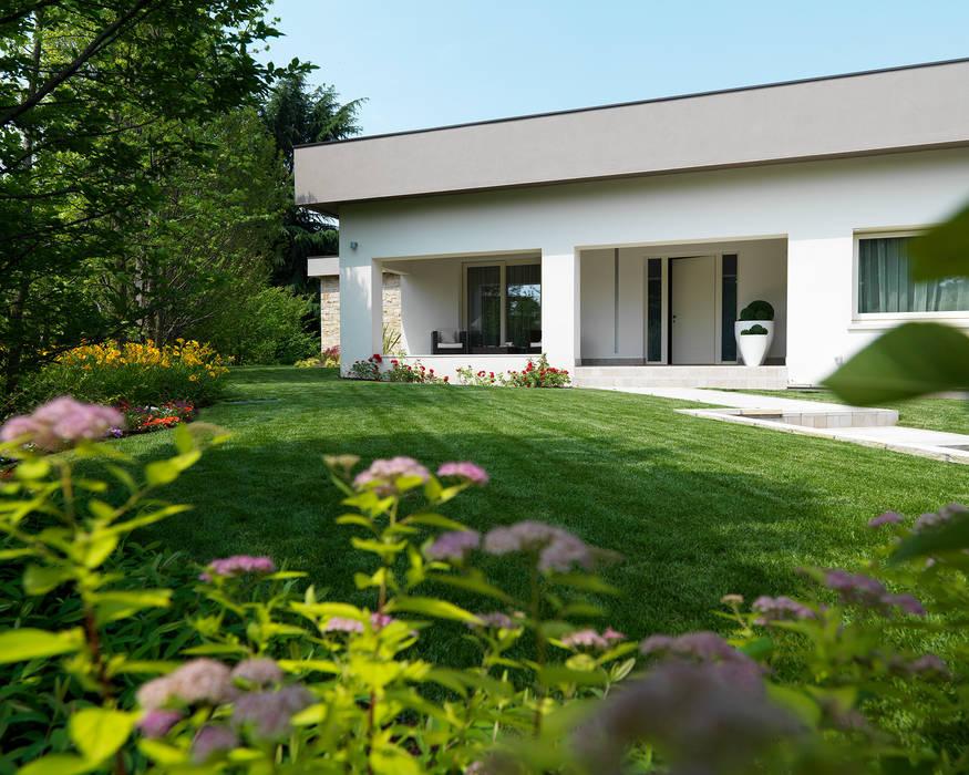 Ingresso Studio d'Architettura MIRKO VARISCHI Ingresso, Corridoio & Scale in stile moderno