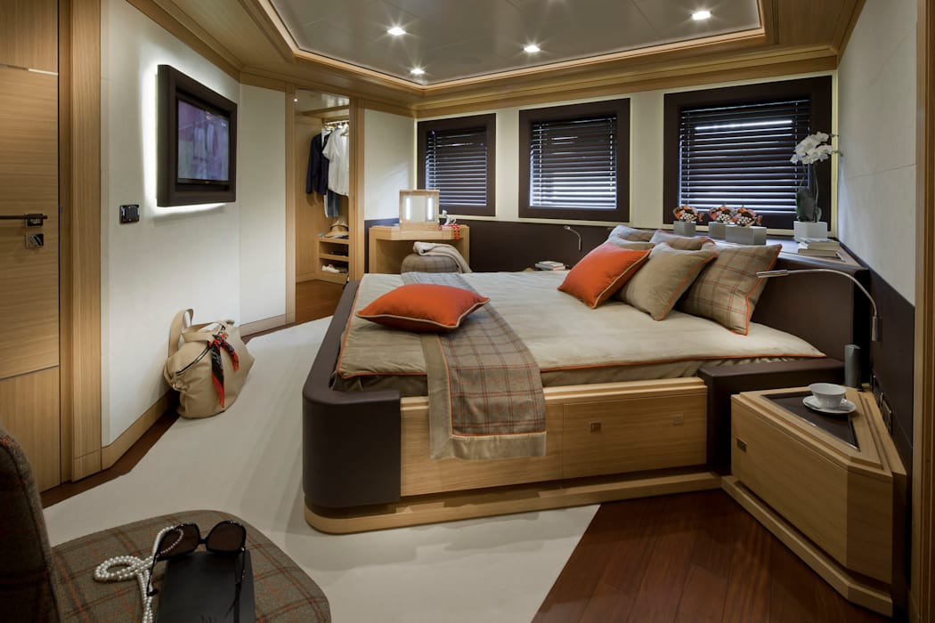 Yachts & jets by CRN SPA - YACHT YOUR WAY- ,