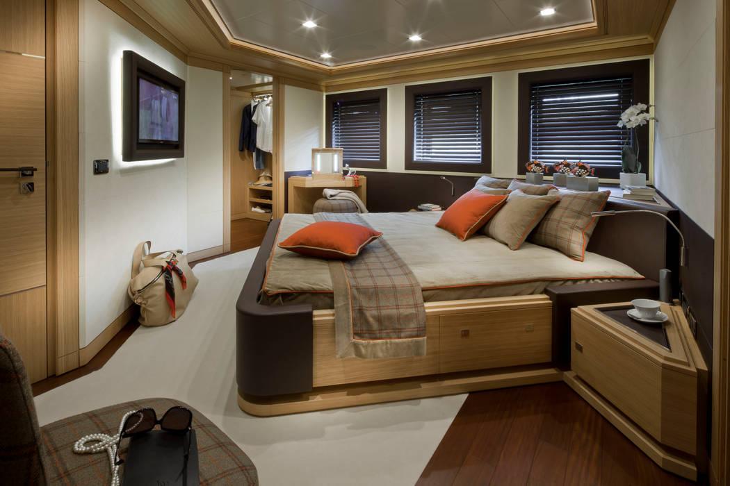 Mediterranean style yachts & jets by CRN SPA - YACHT YOUR WAY- Mediterranean