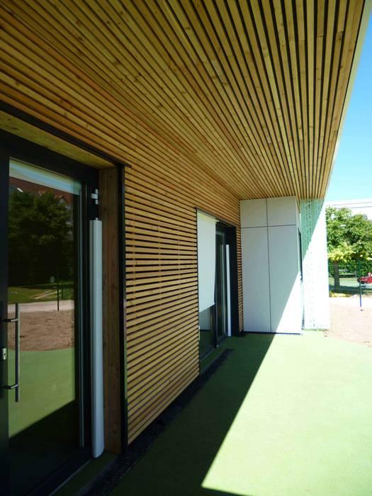 Crèche façade extérieure par DDB ARCHITECTURE Moderne