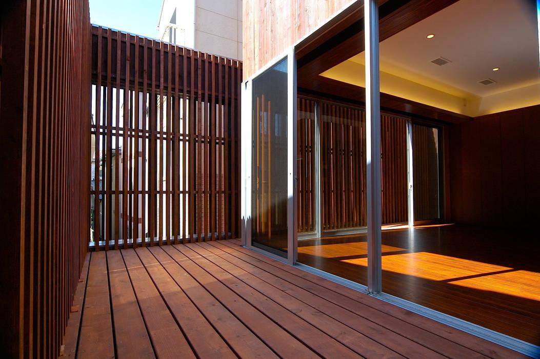 2階: 仲摩邦彦建築設計事務所 / Nakama Kunihiko Architectsが手掛けたリビングです。