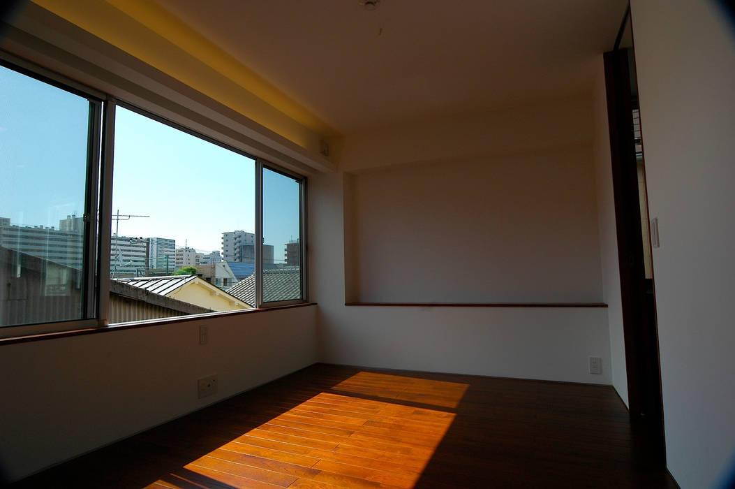 3階: 仲摩邦彦建築設計事務所 / Nakama Kunihiko Architectsが手掛けた寝室です。