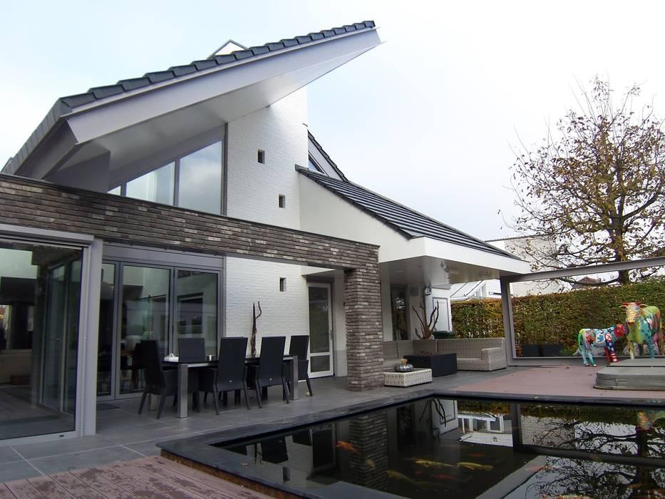 nieuwe achtergevel: modern  door EIKplan architecten BNA, Modern