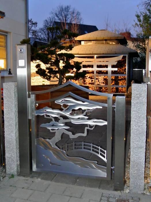 Jardin asiatique par Edelstahl Atelier Crouse - individuelle Gartentore Asiatique Métal